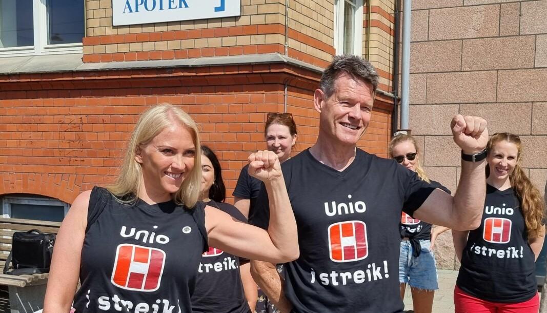 Forhandlingsleder for Unio Spekter, Lill Sverresdatter Larsen og forbundsleder i NRF Bent Ronny Mikalsen.